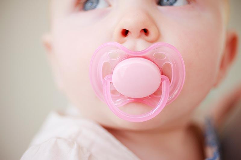 Kebaikan Dan Keburukan Puting Kosong Pada Bayi